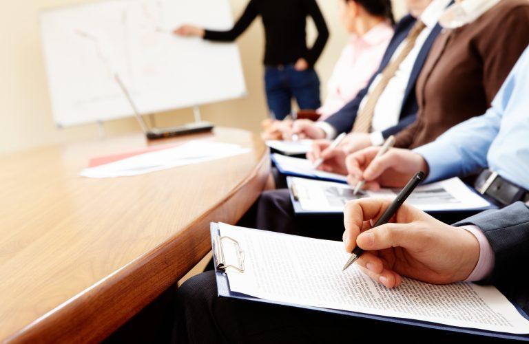 Programmazione dei corsi di formazione in materia di sicurezza, ambiente e qualità.